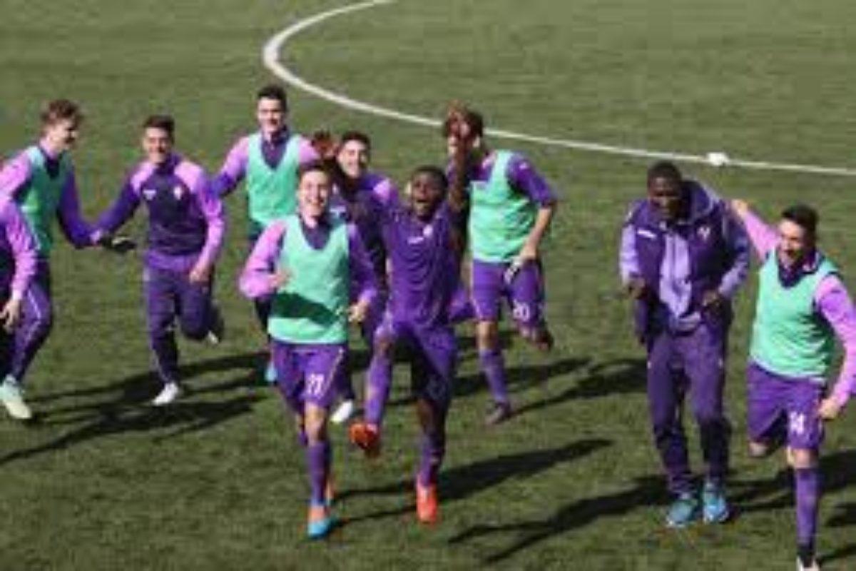 Calcio giovanile: a Sansepolcro premiato il giovane attaccante viola Simone Minelli
