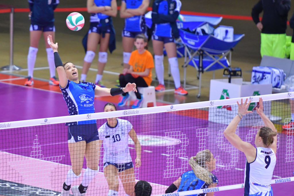 Volley Quarti di Finale Play Off Gara 2  Bisonte Firenze- Igor Gorgonzola Novara 1-2 ( 25-17 / 23-25 7 22-25)