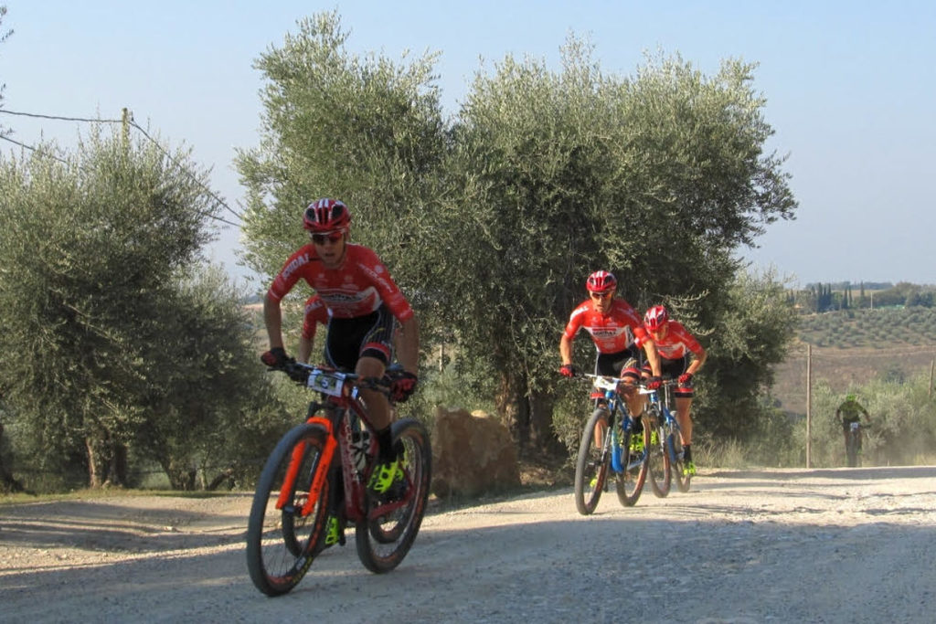 Mountain bike: parata trionfale per il team pratese Soudal Lee-Cougan a Montalcino. Guarda il video