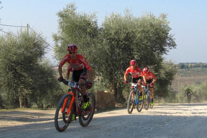 Mountain bike: parata trionfale per il team pratese Soudal Lee-Cougan a Montalcino. Guarda il video