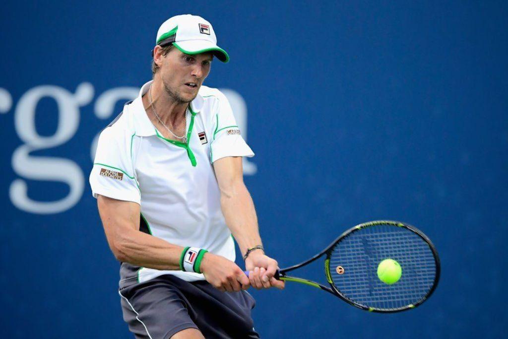 TENNIS-ATP Zhuhai: Seppi non può nulla con Bautista. A Firenze Trungelliti rimonta e va in semifinale, Kolshscreiber batte Brancaccio; Safwat elimina Haase; Sousa fa fuori Coppejans..