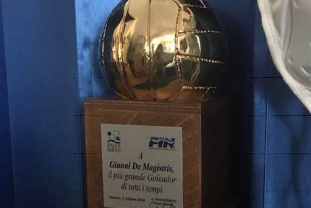 Gianni De Magistris, pallone d'oro di tutti i tempi. Premiato anche Lonzi