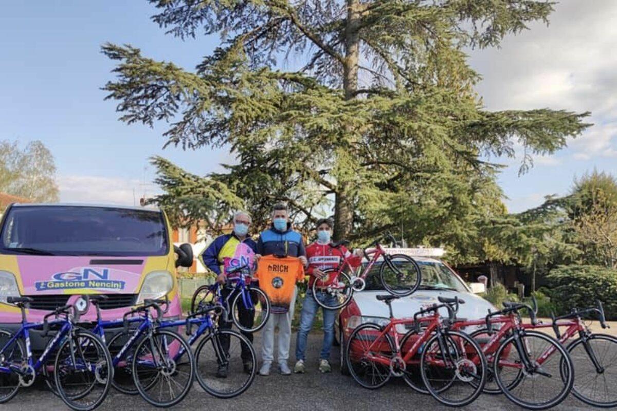 Ciclismo Mugellano dona otto bici ai giovani di due società della zona