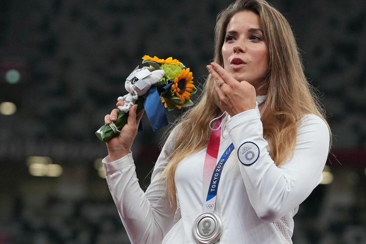 ATLETICA-Grande gesto della giavellottusta polacca, Maria Andrejczyk che mette alla'asta la sua medaglia d'argento per aiutare un bambino malato di cancro.