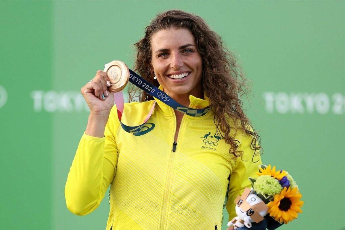OLIMPIADI Tokyo 2020- La campionessa australiana, Jessica Fox ripara il kayak con un profilattico e vince l'Oro!