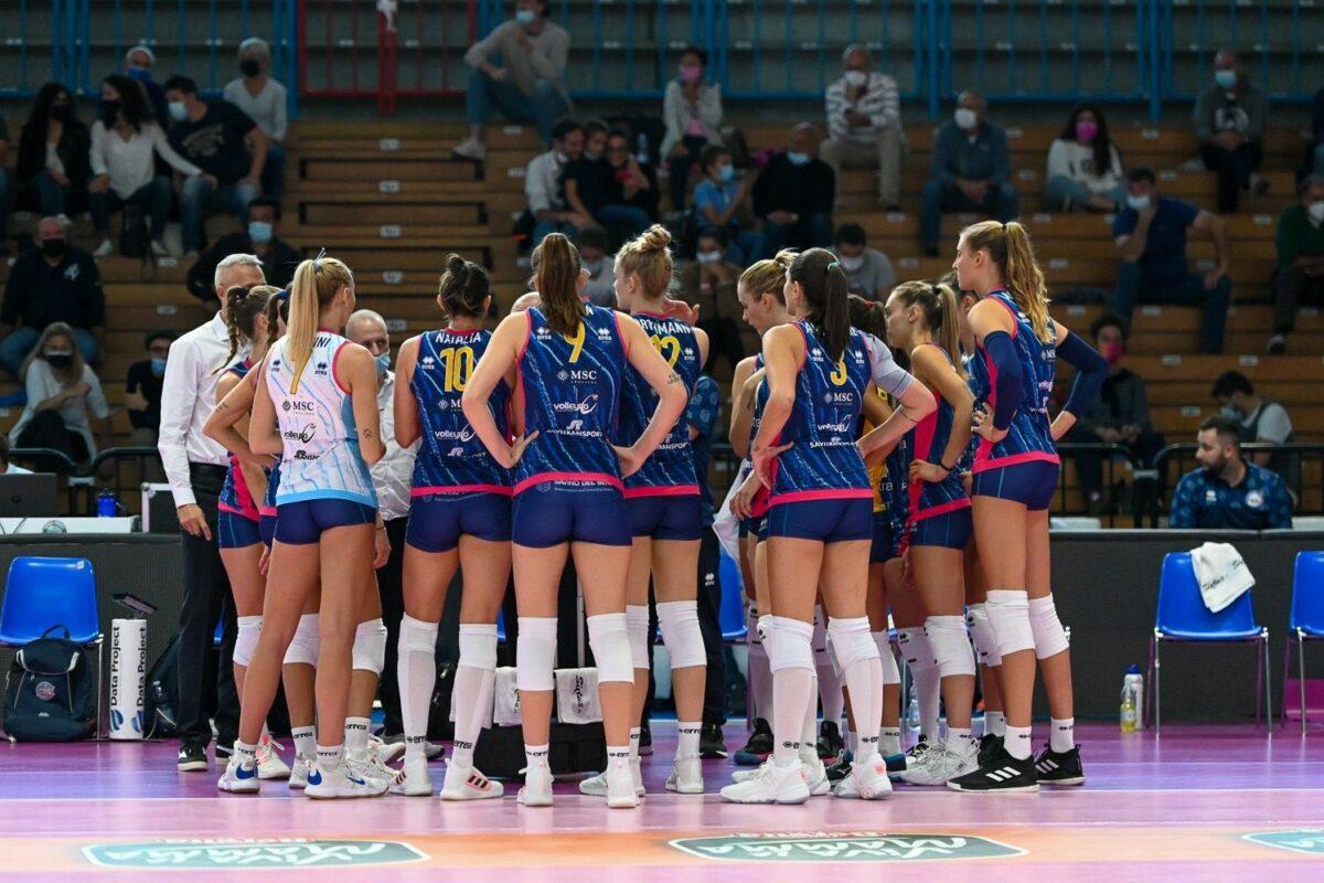 """<span class=""""hot"""">Live <i class=""""fa fa-bolt""""></i></span> VOLLEY FEMMINILE SERIE A1- 2a Giornata Savino Del Bene Scandicci-Volley Bergamo 3-1 (25-15; 26-24; 20-25; 25-15)"""
